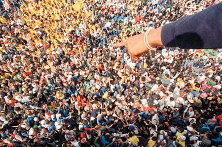 Одна на толпу самцов 7 фотография