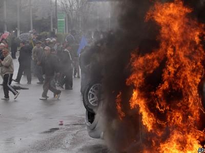 Растет число жертв протестов в Бишкеке: Киргизия закрыла государственную гр ...